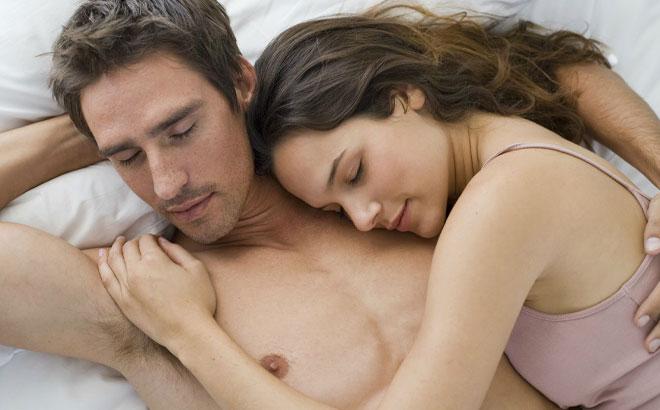 coupleonbed (1)